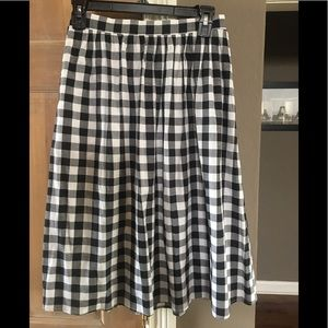 Bobeau black and white plaid skirt. Size small